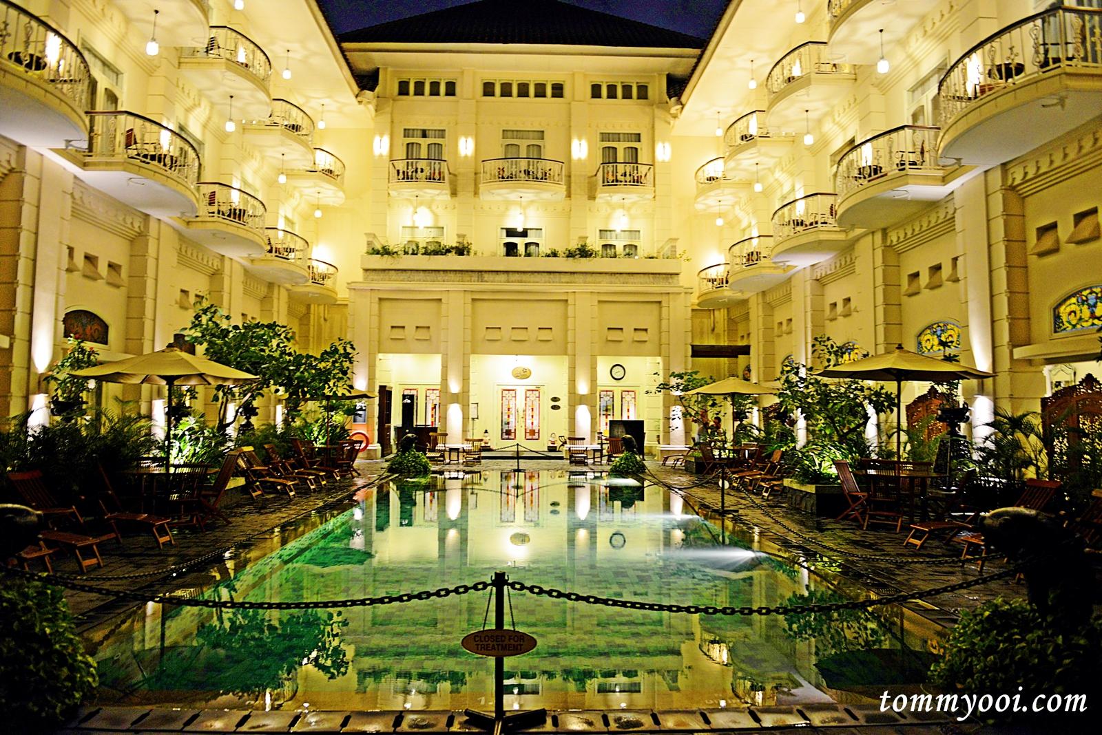 The phoenix hotel yogyakarta tommy ooi travel guide for Jogja plaza hotel swimming pool