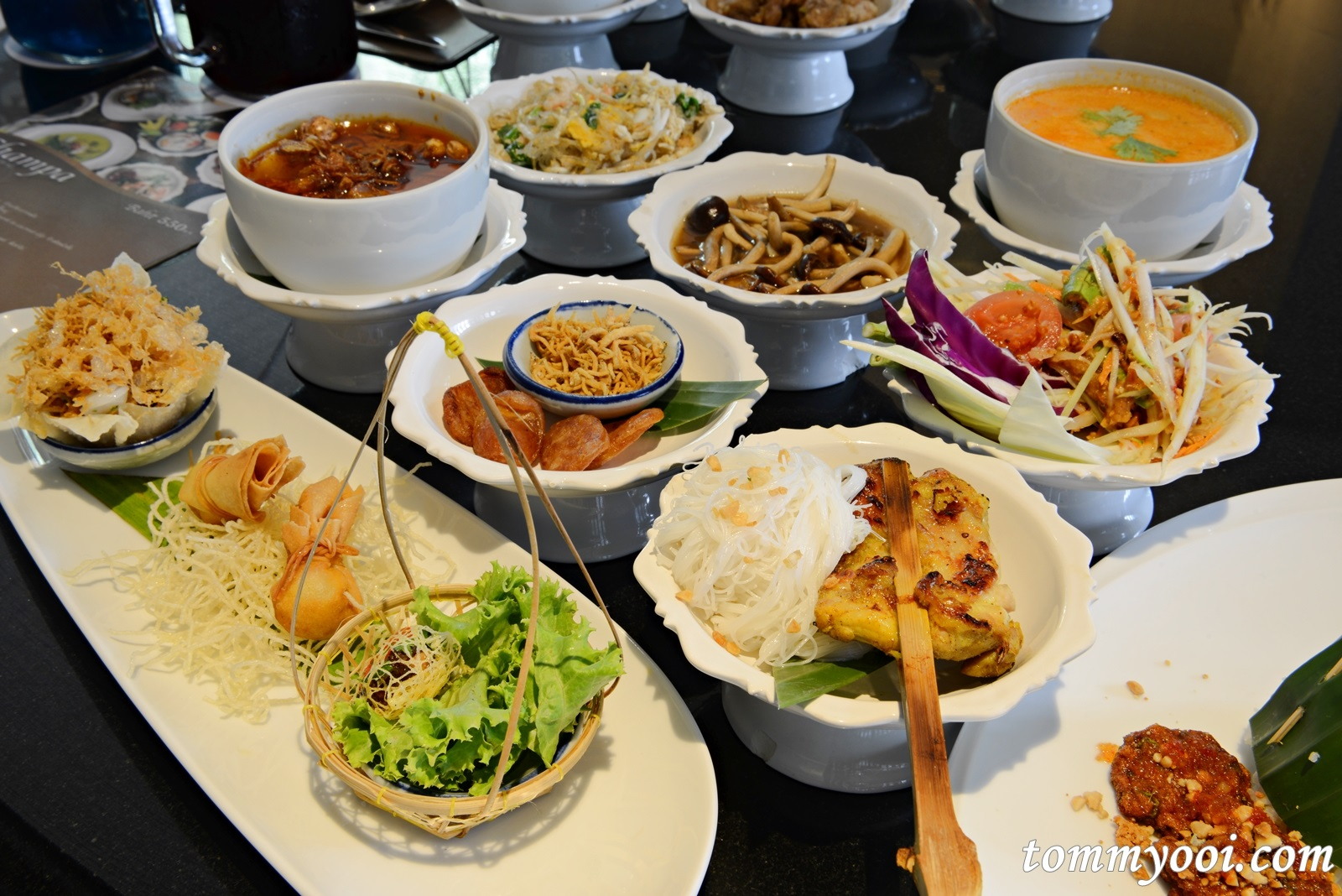 Authentic thai cuisine at miss siam restaurant hua chang for Authentic thai cuisine